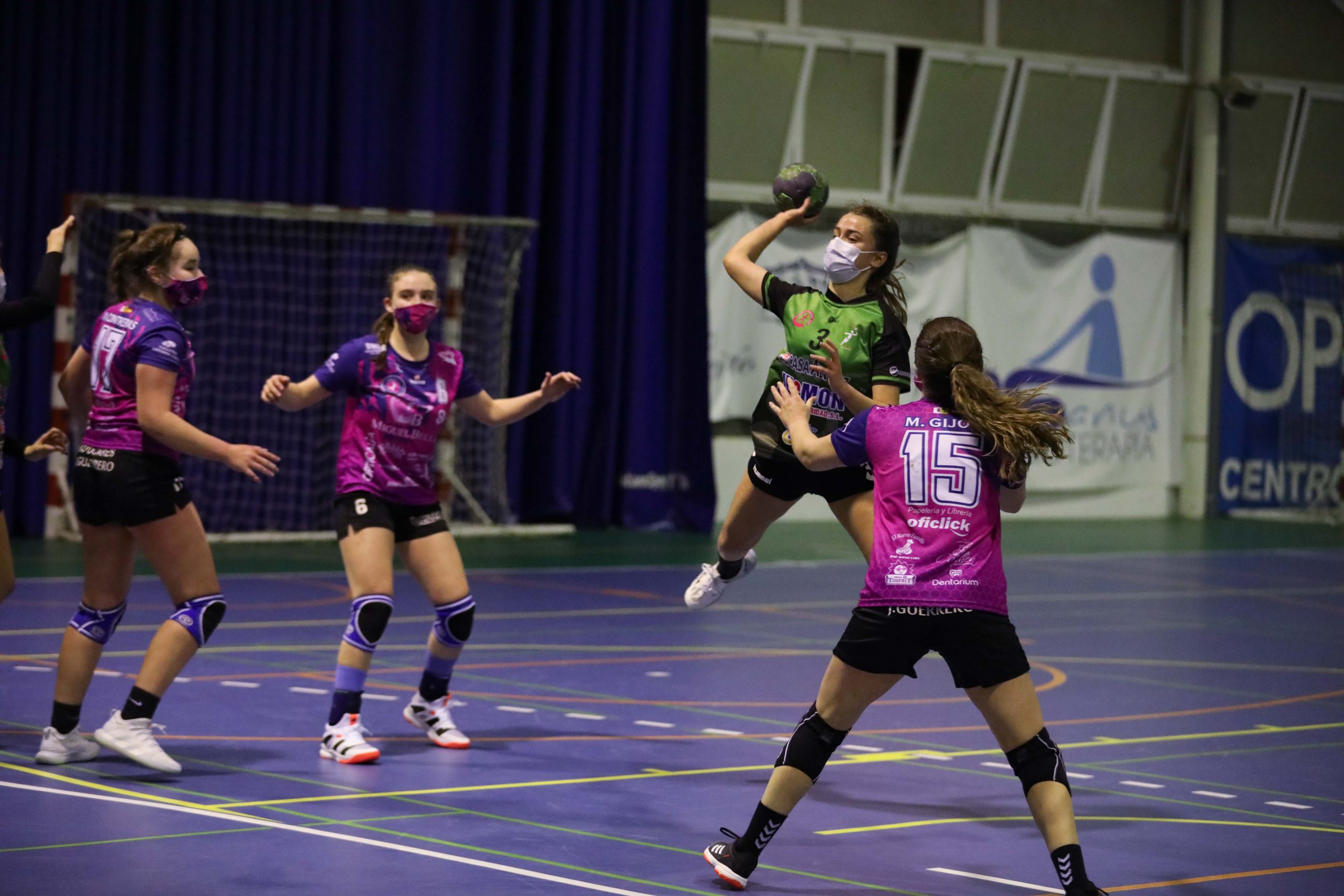 tosfrit apoya el deporte femenino